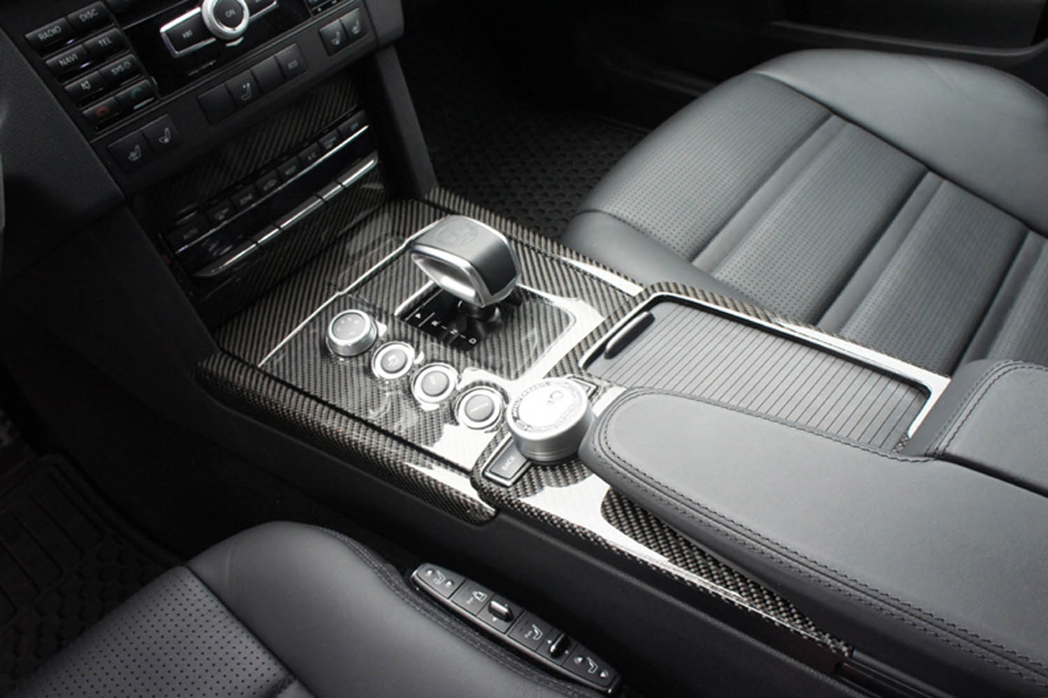 Mercedes Benz E 63 AMG W212 carbon center console real carbon cover armrest interior carbon parts console gear shift knob